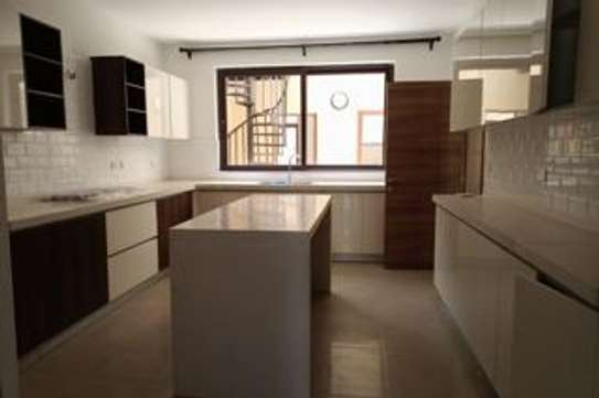 5 bedroom townhouse for rent in Lavington image 11