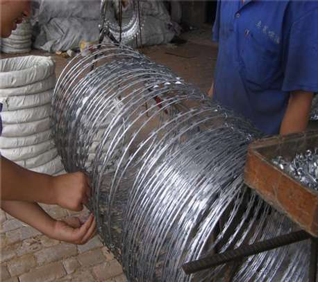 Sharp blade razor wire