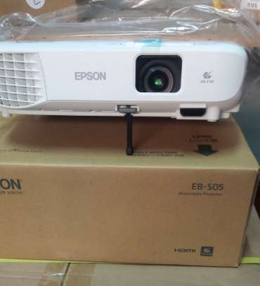 Epson EB S05 PROJECTOR image 1
