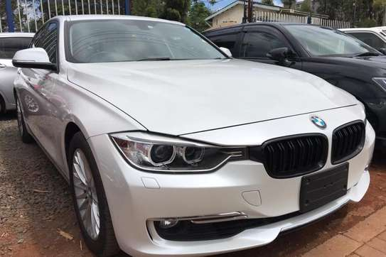 BMW 320i Exclusive Automatic image 10