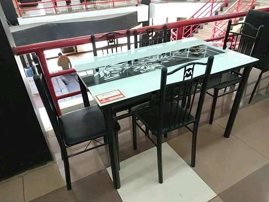 4seaters dining table.