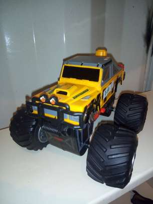 landrover monster truck