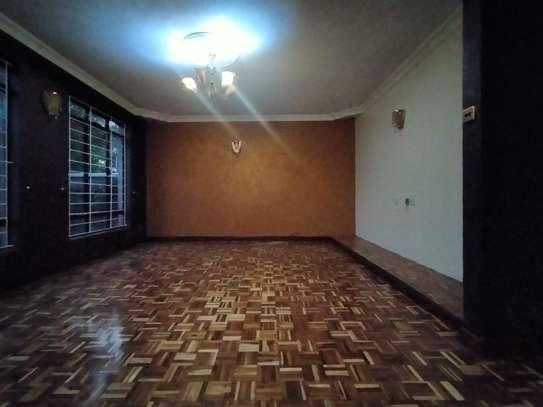 executive 4 bedroom maisonette plus sq to let south b image 3