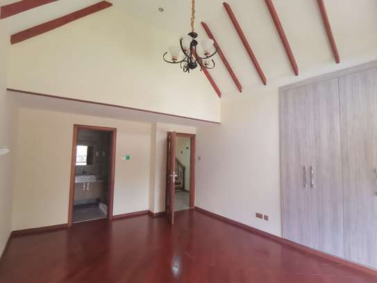 Magnificent 5 bedroom townhouse all ensuite with dsq for rent lavington area image 10
