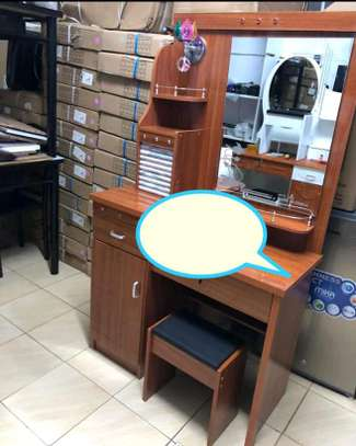 Vanity table set with lighted Mirror image 1