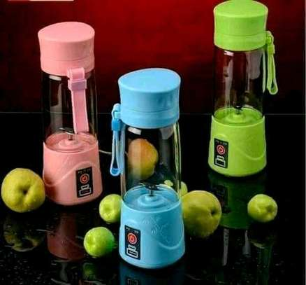 Portable and rechargeable blender image 1