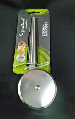 Pizza cutter image 1