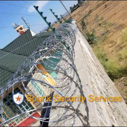 Electric Fence and Razor Wire installation image 2