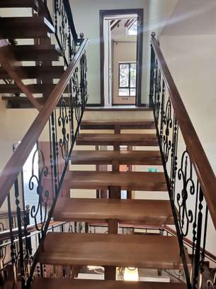 Magnificent 5 bedroom townhouse all ensuite with dsq for rent lavington area image 15