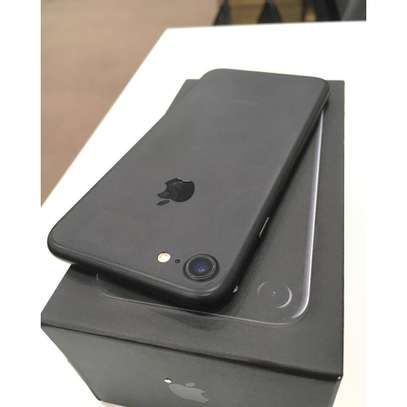 Apple iPhone 7 (128GB) image 1