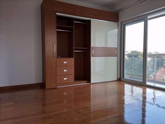 3 bedroom apartment for rent in Rhapta Road image 6