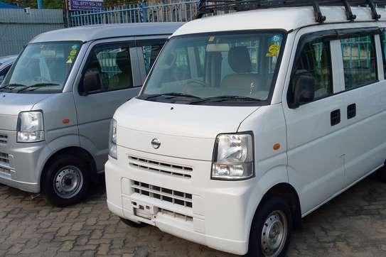 Nissan 100 image 5