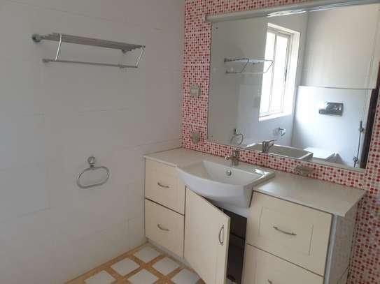 4 bedroom house for rent in Kitisuru image 9