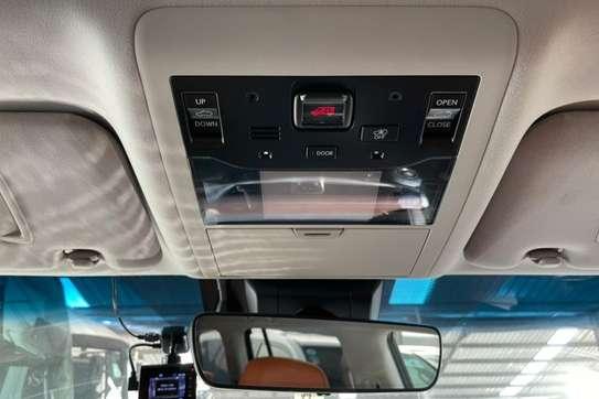 Lexus 570 image 11
