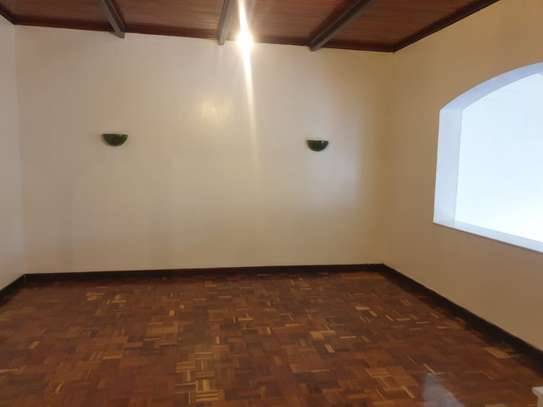 3 bedroom house for rent in Muthaiga Area image 4