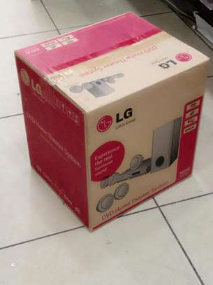 LG Hometheatre DH3140S With 300Watts 5 Small Speakers Brand New image 1