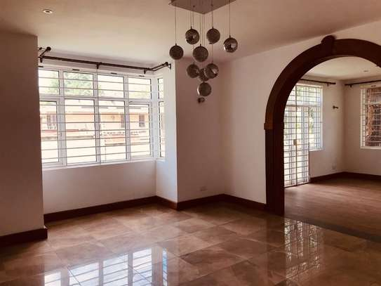 5 bedroom house for rent in Rosslyn image 3