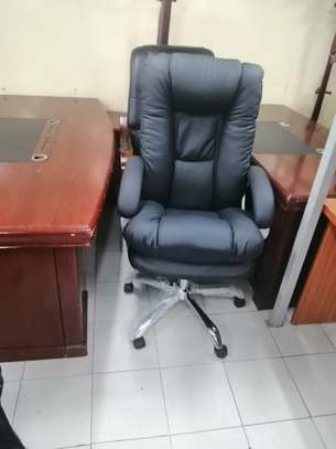 Executive high back office chair image 5