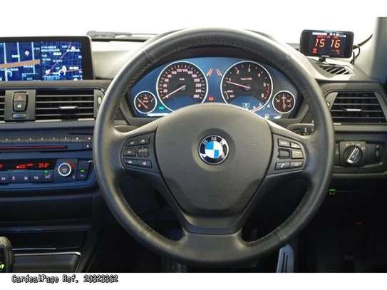BMW 3 Series image 5