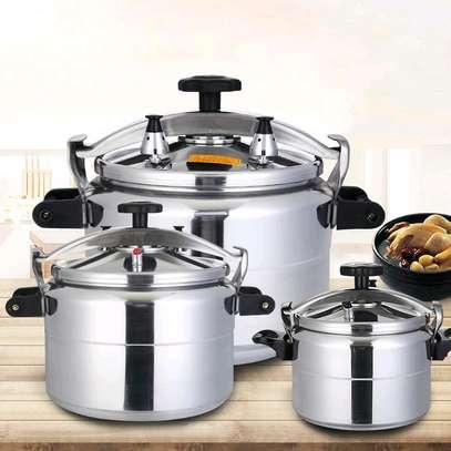 Non Explosive Pressure cooker 5 litres image 1