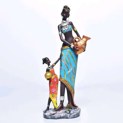 Mother and child statue image 1