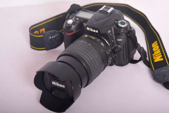 Nikon D90 with 18-105mm VR Mint condition