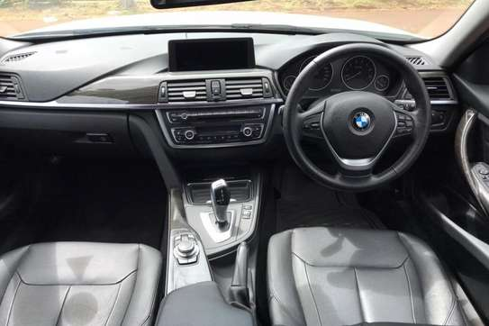 BMW 320i Exclusive Automatic image 5