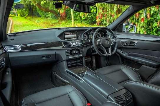 Mercedes-Benz E300 image 4