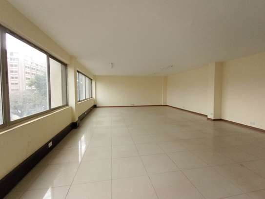 400 ft² commercial property for rent in Westlands Area image 4
