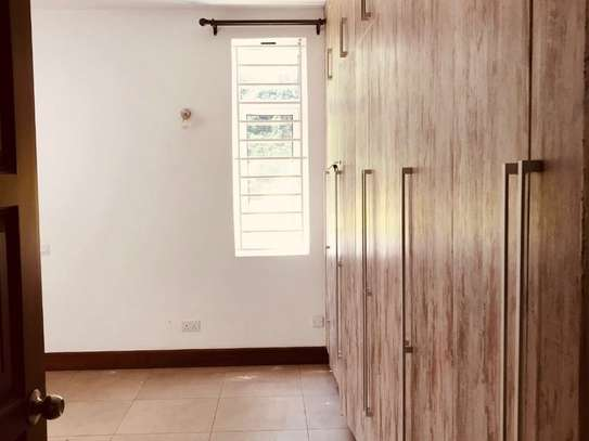 5 bedroom house for rent in Rosslyn image 11