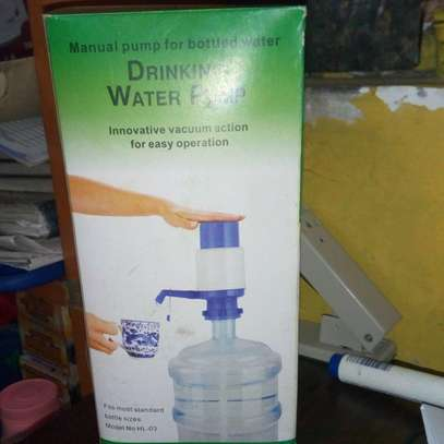 Manual pump for bottle water