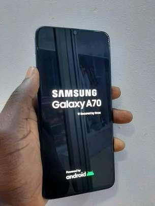 mobile phone Samsung a70 image 1