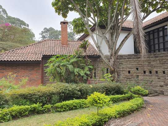 5 bedroom house in the suburb muthaiga image 3
