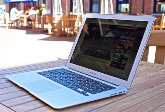 Classy portable macbook air 2015 on offer image 3