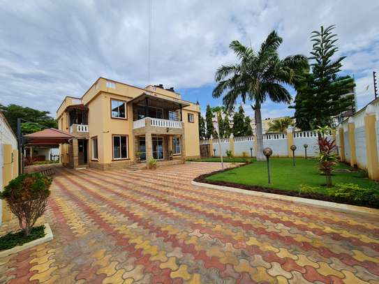 4 bedroom house for rent in Nyali Area image 1