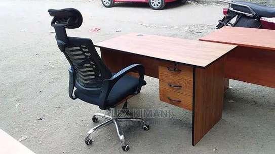 An adjustable office chair with tiltable headrest plus an office table J76D image 1