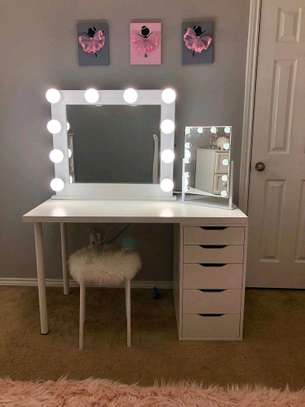 Vanity dresser/dressing table with mirror