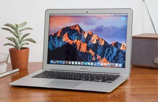 MacBook Air core i5 2017 image 3