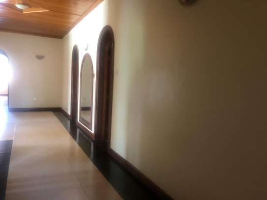 6 bedroom house for rent in Gigiri image 3