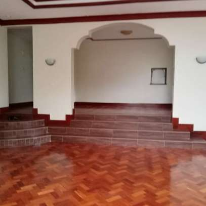 AN EXECUTIVE 4 BEDROOMS TOWNHOUSE WITH DSQ image 2