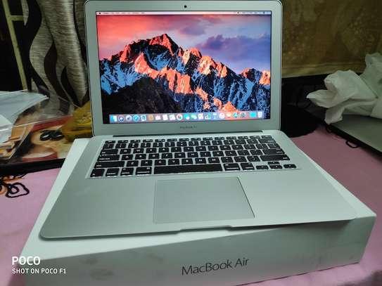 MacBook Air core i5 yr 2015 image 1