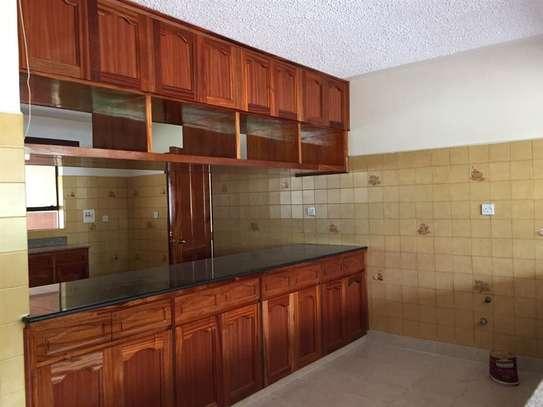 5 bedroom apartment for rent in Nyari image 18