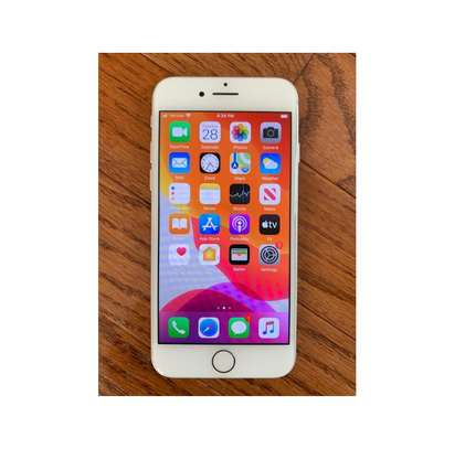 Apple iPhone 7  32 GB. Very clean ex-US. Hurry while stock last!