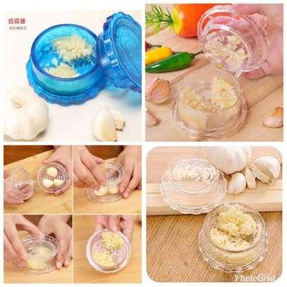 Twist & Crush Garlic Crusher WHITE &BLUE normal image 4