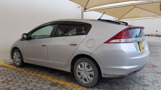 Honda Insight 2012model, New shape image 2