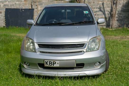 Toyota IST (Sport) 2005 Silver image 1