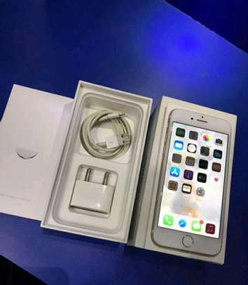 Apple Iphone 7 Gold 256gb Under International Warranty image 4