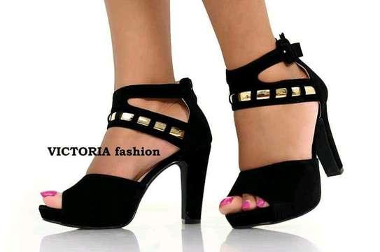 high heel shoes image 4