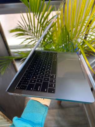 MacBook Pro 2017 image 2