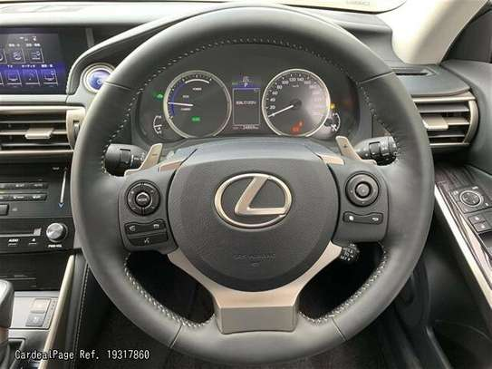 Lexus IS image 8
